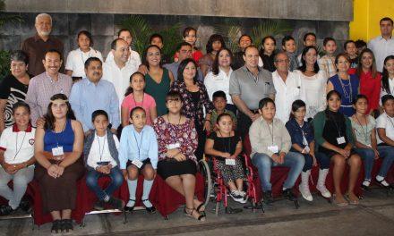 Conviven niños que serán diputados por un día con legisladores locales