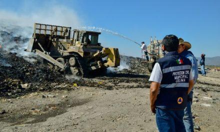 Supervisan acciones contra el incendio en relleno sanitario