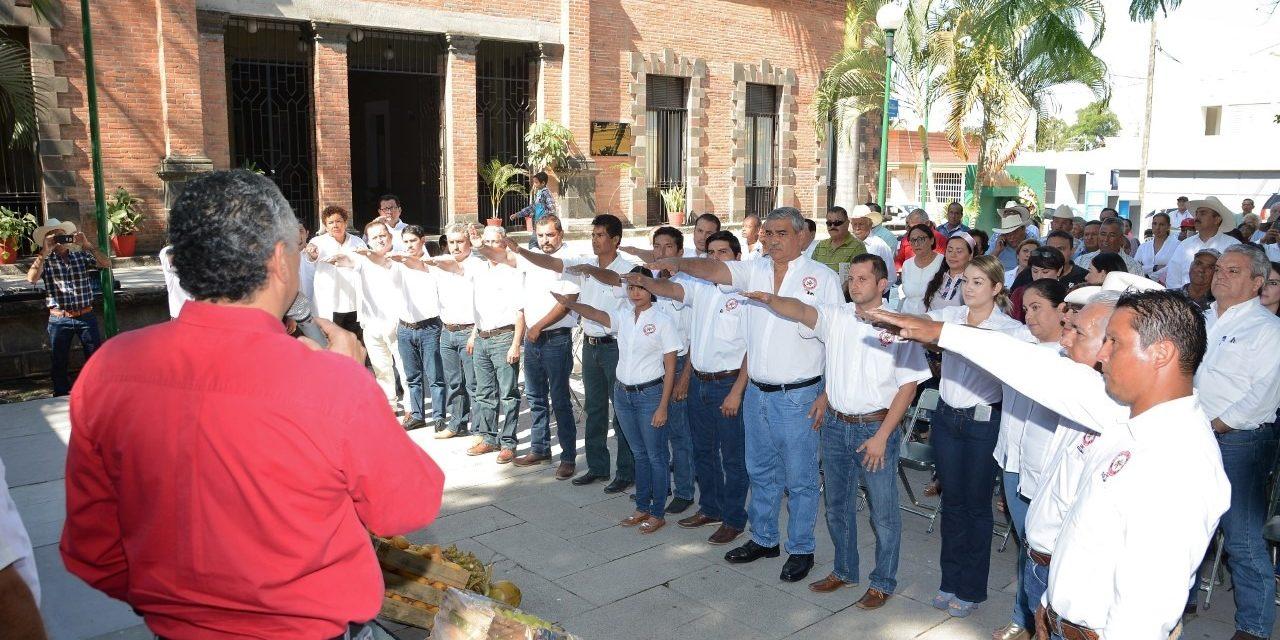 Rinde protesta nuevo comité ejecutivo de la CNC en Colima