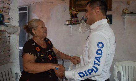 Las familias de la colonia Las Amarillas dan su apoyo a Riult Rivera