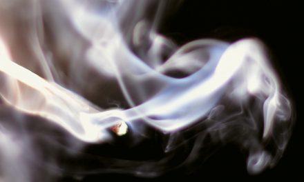 Humo de tabaco ambiental afecta más a adultos mayores y niños