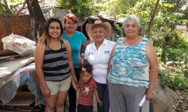 Tere Guerrero recorre la comunidad de Los Limones