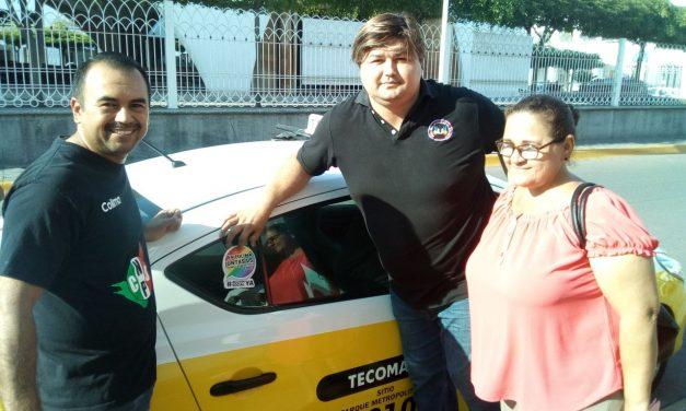 Activistas por la diversidad sexual realizan pega de calcas en Tecomán