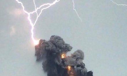 Declaran alerta roja en poblados de Guatemala, por erupción volcánica