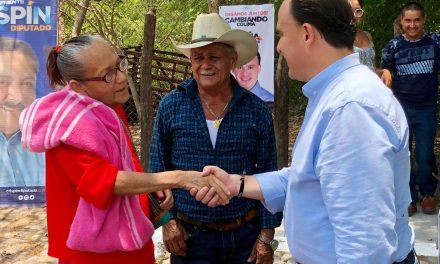 Héctor Insúa se reúne con los vecinos de la comunidad de Los Ortices