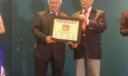 Reportero de El Comentario, recibe el  Galardón ANPPRyT, de la Asociación Nacional de Periodistas