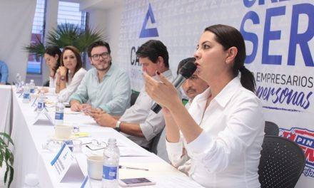 Se reúne la candidata a diputada por el distrito 06, con empresarios agremiados de la CANACO Servytur Colima.