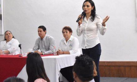 Trabajadoras sociales del estado cierran filas en torno al proyecto de Mely Romero