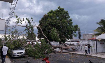 Por tormenta: Quedan familias atrapadas en los balnearios de Los Amiales y Peñitas, en Coquimatlán