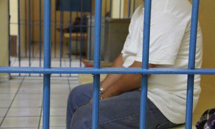 En Tecomán:  Detienen a mujer por venderdroga en la colonia Bayardo