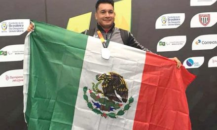 Entrenador universitario asiste a Juegos FISU, en Brasil