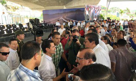 Rector asiste a inauguración del  túnel ferroviario, en Manzanillo