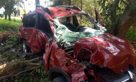 Protección Civil, rescata con vida a tres mujeres en accidente de autopista Cuauhtémoc-Colima