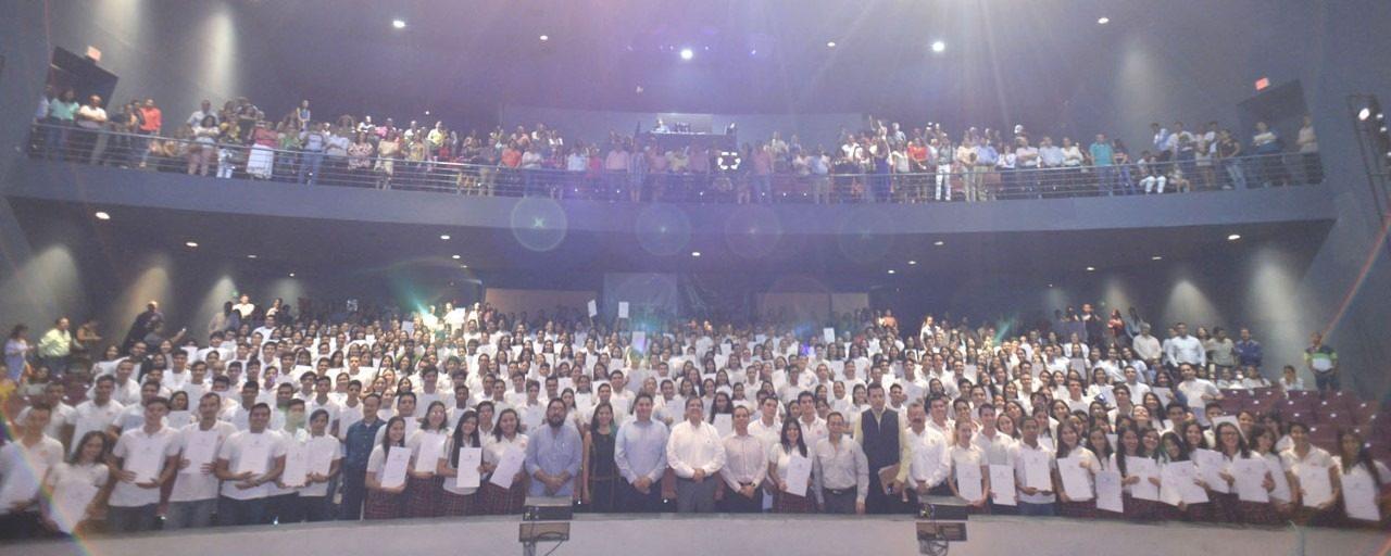 EntregaUniversidad  de Colima, 376certificadosdeegresoaestudiantesdelBachilleratoUno