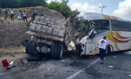 Cuatro fallecidos en accidente carretero este jueves, cerca de El Chavarín, en Manzanillo