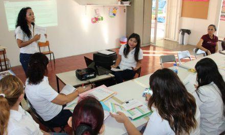Capacitan a personal de losCentros Asistenciales de Desarrollo Infantil