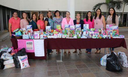 Voluntariado de Educación entrega insumos a voluntariado de la Secretaría de Salud para internas del Cereso