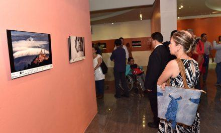 51 piezas fotográficas se exponen en la galería central de Casa de la Cultura