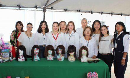 Mujeres privadas de su libertad entregaron 14 pelucas que han elaborado para pacientes con cáncer