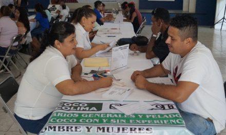 En la segunda feria para jóvenes en Tecomán, se ofertaron 290 vacantes para 300 asistentes
