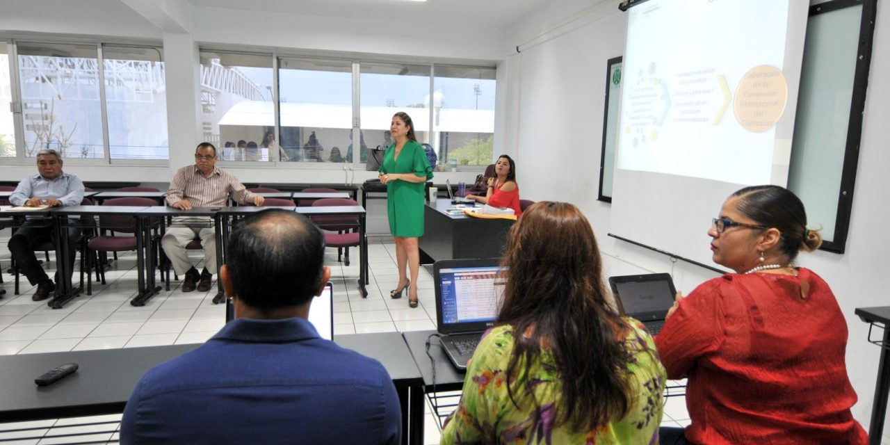 Conocen docentes guías para insertar  internacionalización en proceso educativo
