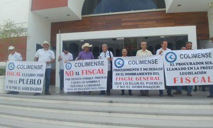 Una decena de manifestantes del CONACI exigen al gobernador se abstenga de nombrar al fiscal
