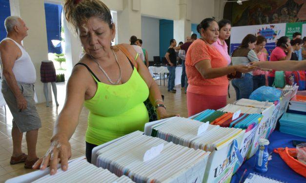 Arrancóla expo-venta de artículos escolares, en el Salón Verde de la presidencia de VA