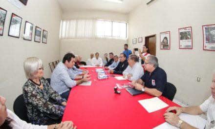 Se reúne Leoncio Morán con funcionarios de la Cruz Roja; se dice aliado de la institución