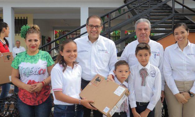 Entrega Gobernador uniformes  y obras escolares en Comala