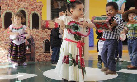 Celebran mes patrio en Estancia  Infantil de la U de C