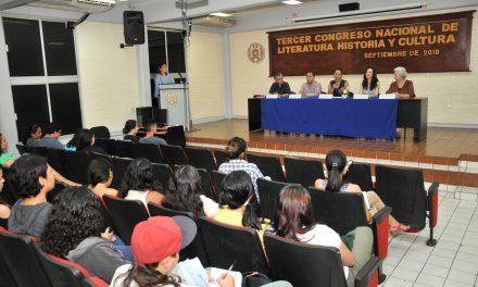 Inicia Congreso Nacional de Literatura,  Historia y Cultura, en la U de C