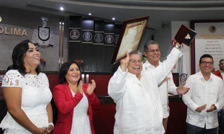 """Gilberto García Nava, recibe la condecoración  """"Lic. Manuel Rivera"""", del Congreso local"""