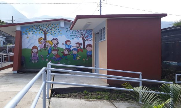 En Minatitlán  INCOIFED beneficia a más de mil  100 estudiantes con infraestructura escolar