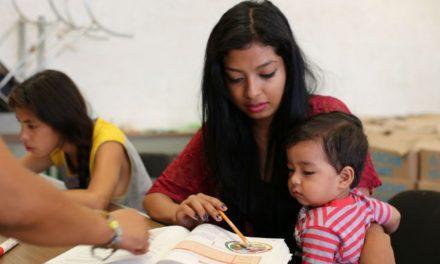 Reforman ley para que gobierno pueda becar a madres jóvenes
