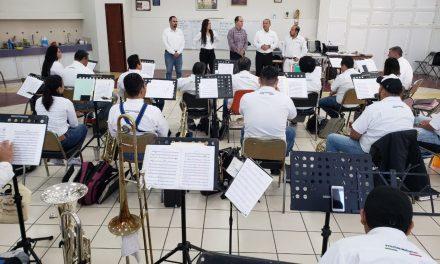 Informa Octavio Tintos a músicos de la Banda  del Estado nueva denominación de Sinfónica