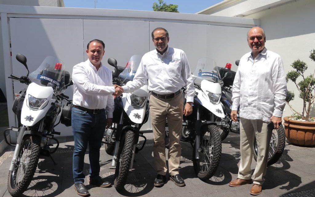 Entrega de equipamiento al alcalde de Colima, para el fortalecimiento de la seguridad