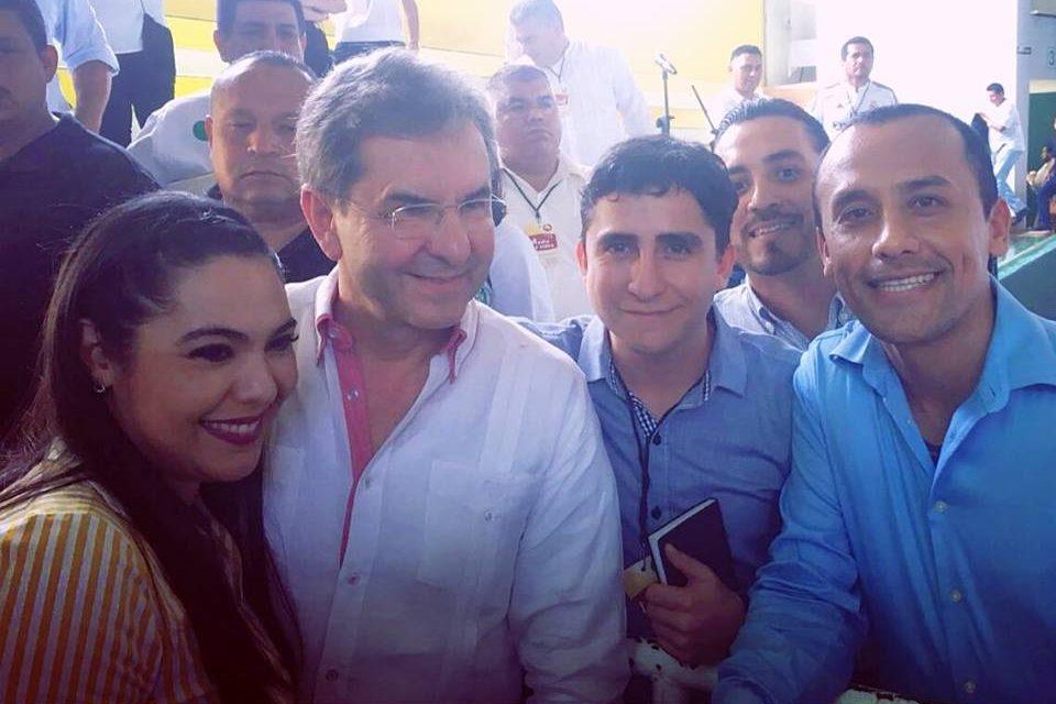 El diputado Vladimir Parra y maestros del EMSAD, entregan documento con demandas a Esteban Moctezuma
