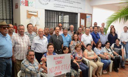 Pensionados clausuran simbólicamente la Comisión de Derechos Humanos del Estado