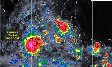 A las 22 horas de este domingo, la depresión tropical 22-E, se localiza a 165 kilómetros de Manzanillo
