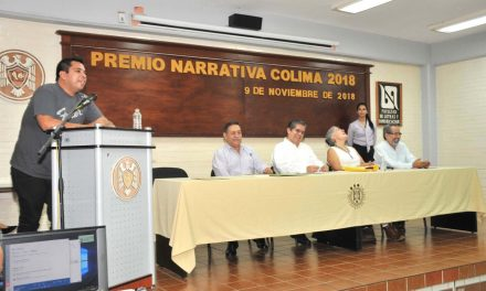 """Recibe Carlos Velázquez Premio Narrativa  Colima 2018 por """"El pericazo sarniento"""""""