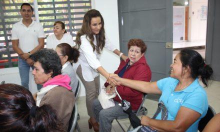Entrega DIF Municipal Colima, becas económicas a 42 personas con discapacidad