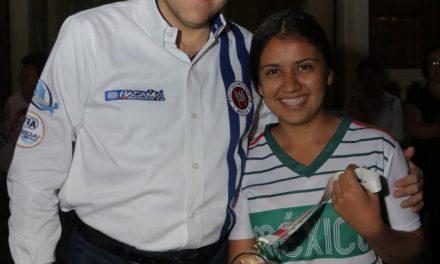 Felicita Gobernador a colimense campeona  de Copa Mundial de Fútbol de Calle