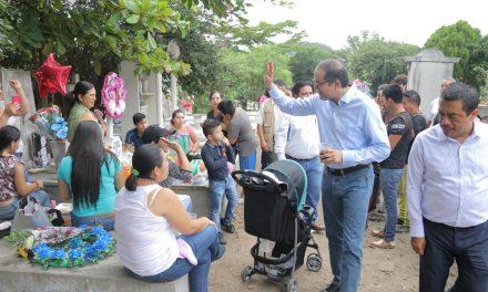 Comparte Gobernador tradiciones  mexicanas con familias colimenses