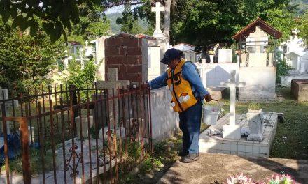 Sanean y fumigan 17 panteones contra el dengue