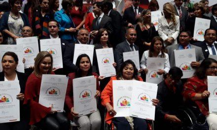 Recibe la Secretaría de Desarrollo Social del estado  Distintivo Gilberto Rincón Gallardo