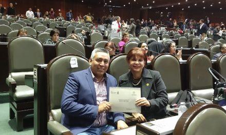 Donaldo Zúñiga presenta proyectos municipales de Comala a Claudia Yáñez Centeno