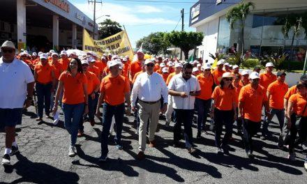 Miles de universitarios participan en la marcha conmemorativa del 38 aniversario del SUTUC