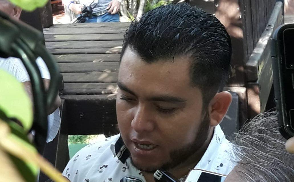 """Afirma el alcalde de Armería, que no renunciará a su cargo; """"son rumores"""", dice"""