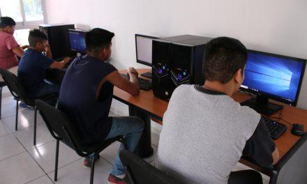 DIF Estatal inaugura sala de cómputo del Centro de Asistencia Social en Tecomán