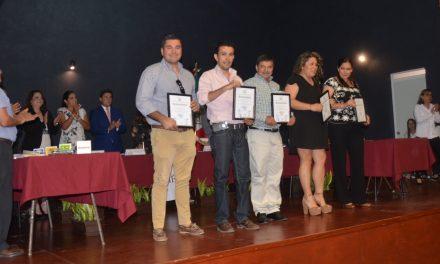 Consejeros municipales del Instituto Electoral, reciben reconocimiento al concluir su gestión